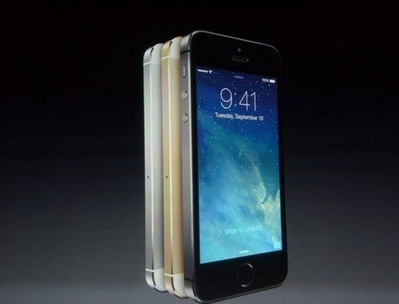 Além da versão de baixo custo, a Apple apresentou uma atualização iPhone 5 chamada iPhone 5s. Considerado o modelo topo de linha da marca, ele é todo feito de alumínio e será vendido em três cores: preto, prata e dourado