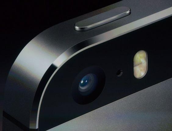 A nova câmera do iPhone 5S é composta por uma lente de cinco elementos e abertura de f/2.2 (este recurso ajudará, por exemplo, a tirar fotos melhores em ambientes escuros)