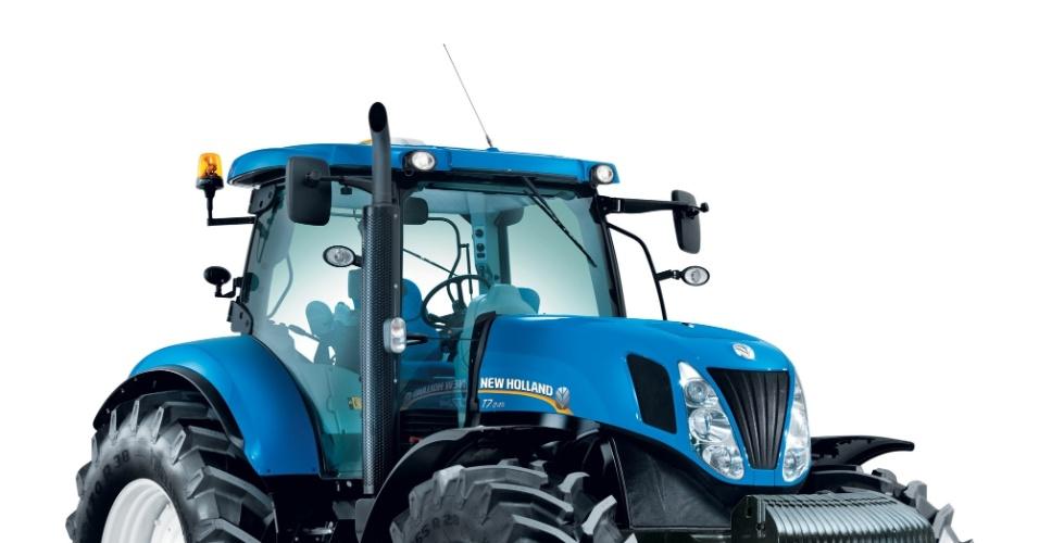 Por ser fabricado no Brasil, o trator T7, da New Holland, pode ser comprado com auxílio de uma linha de crédito do Banco Nacional de Desenvolvimento Econômico e Social (BNDES); com potência entre 240 e 245 cavalos, o mesmo que cerca de  cinco carros Gol 1.0, o trator T7 vem também com piloto automático