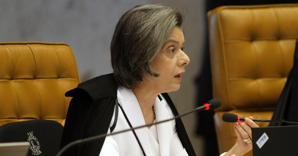 12.set.2013 - A ministra do STF (Supremo tribunal Federal) Cármen Lúcia fala durante a retomada da análise dos embargos infringentes dos réus da ação penal 470, conhecida como mensalão, nesta quinta-feira (12), no plenário do Supremo. Ela votou contra o admissão dos recursos