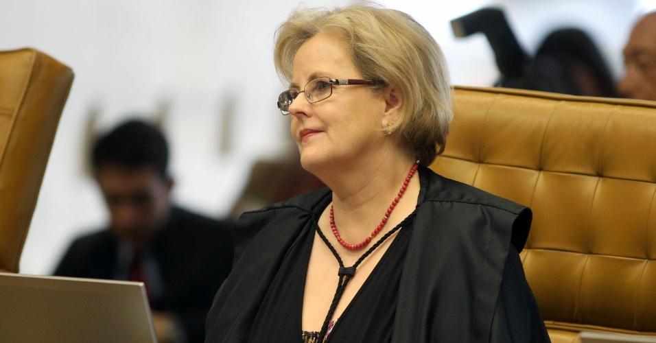 12.set.2013 - A ministra do STF (Supremo tribunal Federal) Rosa Weber atenta às falas dos demais ministros durante a retomada da análise dos embargos infringentes dos réus da ação penal 470, conhecida como mensalão, nesta quinta-feira (12), no plenário do Supremo