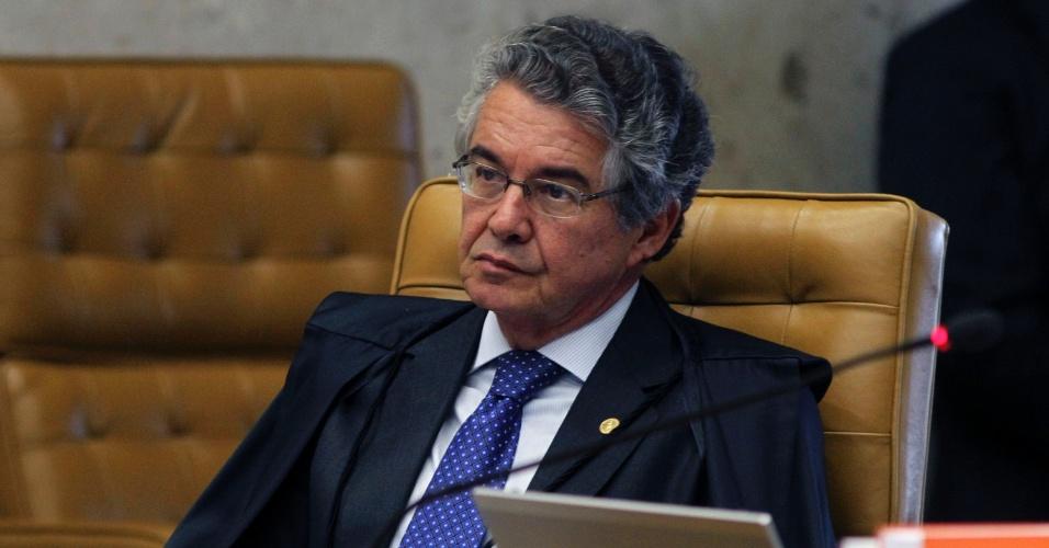 12.set.2013 - O ministro do STF (Supremo tribunal Federal) Marco Aurélio Mello atenta às falas dos demais ministros durante a retomada da análise dos embargos infringentes dos réus da ação penal 470, conhecida como mensalão, nesta quinta-feira (12), no plenário do Supremo