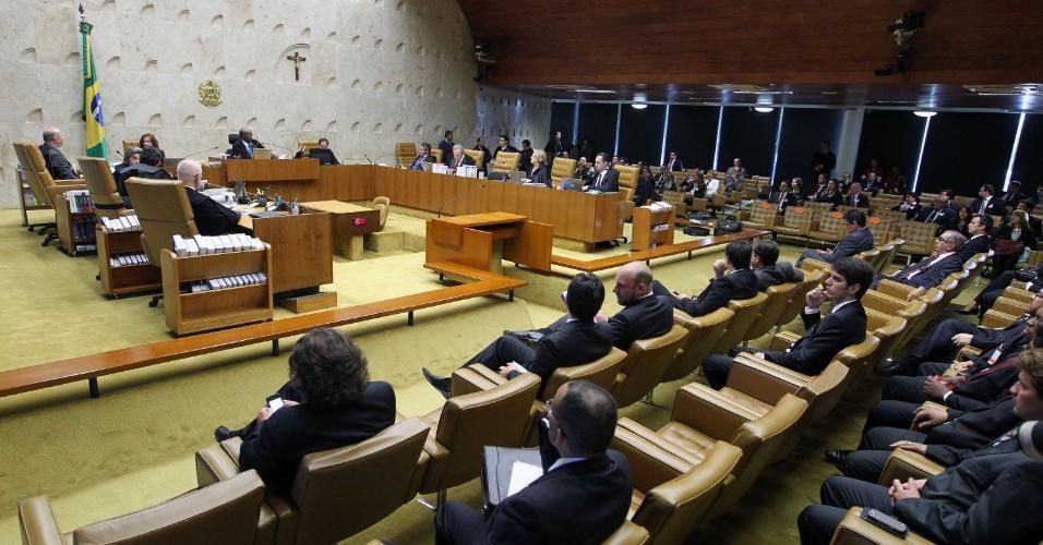 12.set.2013 - Plenário do STF (Supremo Tribunal Federal), onde os ministros votam, nesta quinta-feira (12), sobre a admissão dos embargos infringentes dos réus da ação penal 470, conhecida como mensalão