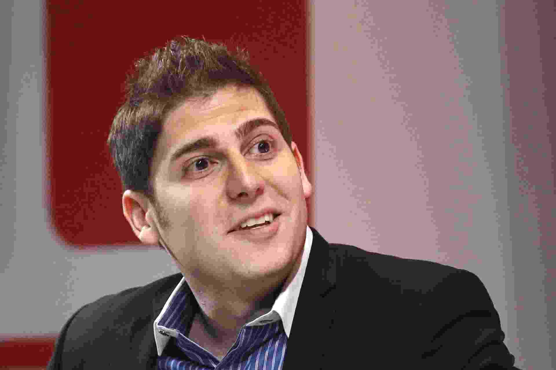 Eduardo Saverin, 31, cofundador do Facebook. Nascimento: 19 de março de 1982. O brasileiro que ajudou Mark Zuckerberg a fundar o Facebook, quando eram colegas na Universidade de Harvard (EUA), tem fortuna avaliada pela ?Forbes? em US$ 2,65 bilhões (R$ 6 bilhões). Ele detém 2,2% de ações da companhia e está no 24º lugar da lista da revista dos brasileiros mais ricos do mundo - Edgar Su/Reuters