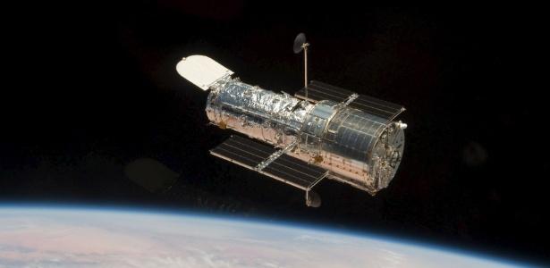 Astronauta fotografa o telescópio Hubble na órbita do planeta Terra em 2009