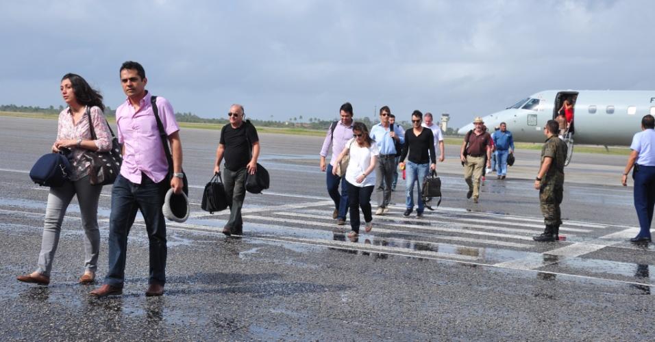 15.set.2013 - Médicos estrangeiros desembarcam no aeroporto de Natal (RN) neste domingo (15). Os profissionais com diploma do exterior que irão atuar no Programa Mais Médicos chegaram nesta manhã na base aérea de Parnamirim, a 20 quilômetros da capital