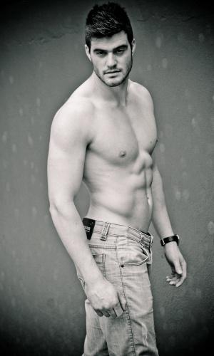 Caxias do Sul- Alex Paloschi (21 anos, 1,88m)