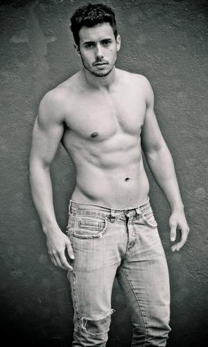 Santana do Livramento - Vinicius Fialho (25 anos, 1,83m)