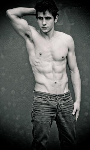 Viamão - Vinicius Severo (20 anos, 1,88m)