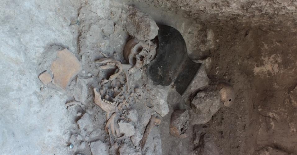 17.set.2013- Cerca de 24 corpos, todos sem cabeça (com o crânio e mandíbula separados), foram encontrados em um cemitério Maia de aproximadamente 1400 anos. Arqueólogos acreditam que o povo decapitava  e esquartejava seus prisioneiros