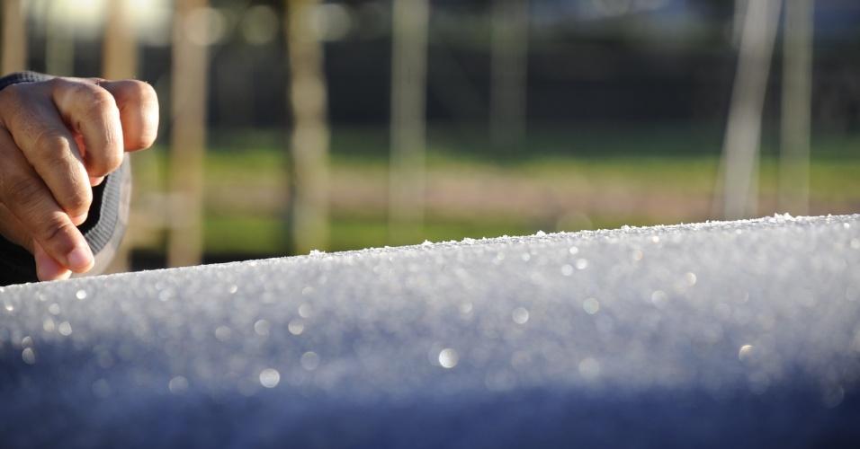 18.set.2013 - Formação de geada é registrada em Urupema (SC), conhecida como a cidade mais fria do Brasil, na manhã desta quarta-feira (18). Os termômetros marcaram -2,2ºC no município. Outras cinco cidades catarinenses tiveram temperaturas negativas durante a madrugada