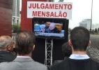 Julgamento do mensalão é transmitido ao vivo em telão no vão livre do Masp, na avenida Paulista, área central de São Paulo. - J. Duran Machfee/Futura Press
