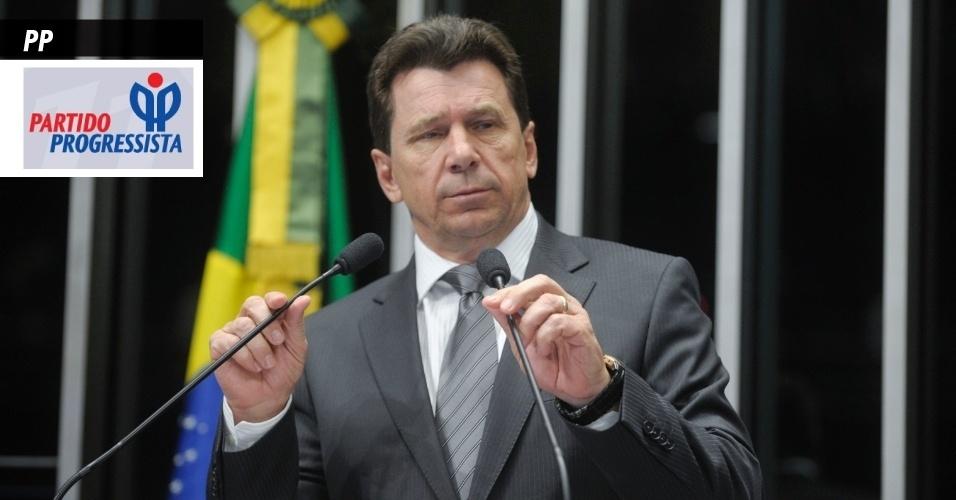 18.set.2013 - PP (Partido Progressista) - Tem como um dos seus vice-presidentes o senador Ivo Cassol (RO; foto), que foi recentemente condenado pelo STF (Supremo Tribunal Federal) por fraudes em licitação quando era prefeito de Rolim de Moura, em Rondônia. É presidido nacionalmente por Ciro Nogueira e já teve Esperidião Amim (SC) como presidente nacional. Surgiu no início dos anos 1990, quando o PPR (Partido Progressista Reformador) se uniu com o antigo PP para fundar o PPB (Partido Progressista do Brasil). Em 2003, os membros da legenda decidiram, em convenção nacional, retirar a última letra da sigla. No ano passado, recebeu R$ 20,6 milhões do Fundo Partidário