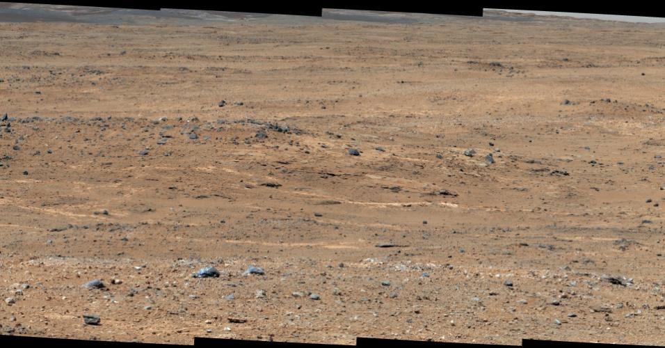 """10.set.2013 - Durante o 387º dia de sua missão em Marte - que corresponde ao dia 7 de setembro na Terra -, o Curiosity fez uma pausa na sua viagem rumo ao monte Sharp para fazer uma série de fotos e análises dos pedregulhos marcianos nessa área de Glenelg, batizada de """"ponto de panorama"""" pelos cientistas da Nasa (Agência Espacial Norte-Americana). Algumas das rochas escolhidas para estudo estão a 75 metros de distância, portanto, o robô deverá levar alguns dias para percorrer esse trecho"""