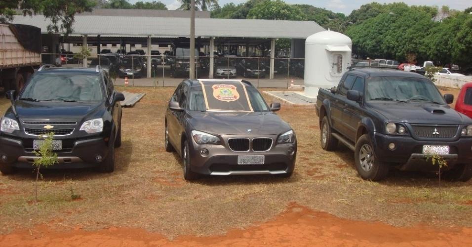 19.set.2013 - Entre os 15 carros apreendidos pela Polícia Federal durante a operação Miqueias, havia um modelo BMW, uma picape Toyota e um Kia Soul