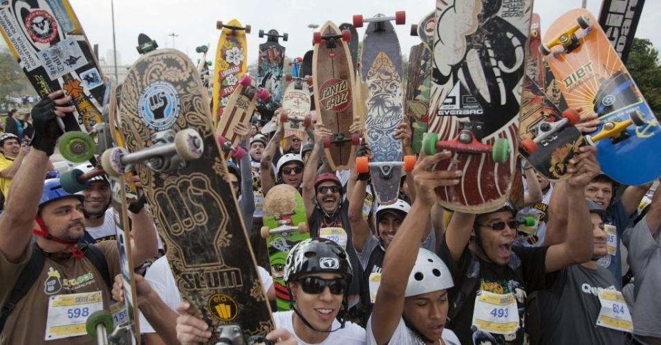 22.set.2013 - Centenas de skatistas participam do