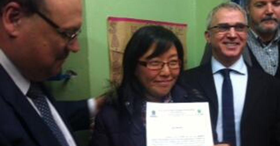 23.set.2013 - A médica argentina Marcela Chwe recebe, nesta segunda-feira (23), registro provisório para atuar pelo Mais Médicos em Porto Alegre, no Rio Grande do Sul
