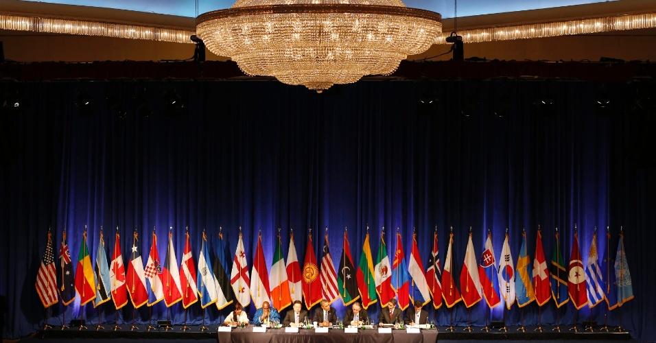 23.set.2013 - Líderes mundiais participam da Mesa Redonda da Sociedade Civil, em Nova York, nesta segunda-feira (23)