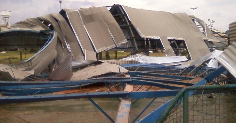 23.set.2013 - Vendaval atingiu a cidade de Taquarituba, a 320 km de São Paulo, deixando mortos e feridos. Mais de 100 casas foram destruídas, incluindo o terminal rodoviário e quadras de esporte, e os serviços de eletricidade e de telefonia foram cortados.