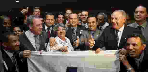 Integrantes do Pros comemoram a aprovação do registro no TSE - Sergio Lima/Folhapress