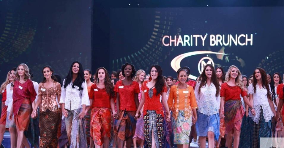 24.set.2013 - Nesta terça-feira (24), aconteceu o leilão anual de caridade do Miss Mundo 2013. Diversas candidatas levaram as suas contribuições que foram arrematadas pela comunidade indonésia. O montante arrecadado foi distribuído a três organizações de caridade locais