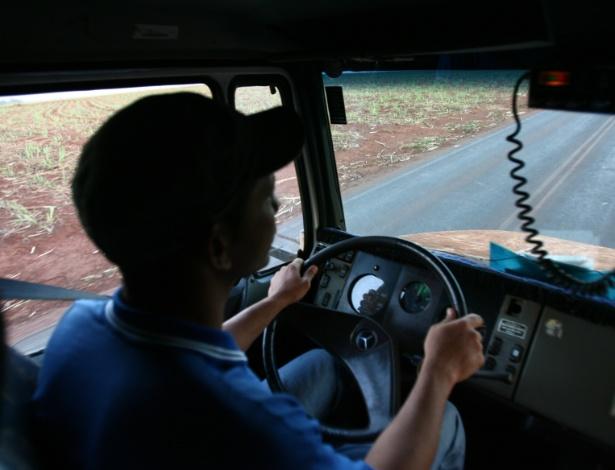 Medida passa a valer em março e contempla motoristas de passageiros e/ou cargas - Edson Silva/Folha Imagem