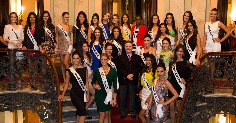 25.set.2013 - Antônio Anastasia, governador de Minas Gerais, recebeu as 27 candidatas ao título de Miss Brasil em um coquetel realizado no Palácio da Liberdade, em Belo Horizonte, na noite desta quarta-feira (25)