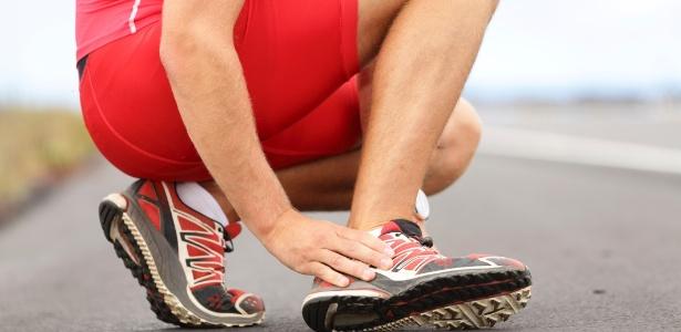 Cerca de 90% das lesões esportivas acontecem em quadris, coxas, joelhos, pernas, tornozelos e pés - Thinkstock