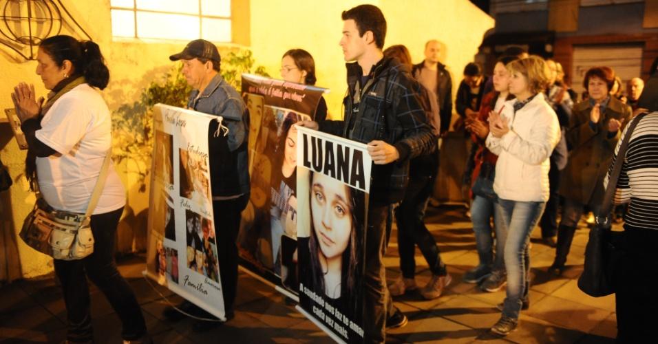 28.set.2013 - A tragédia da boate Kiss, que causou a morte de 242 pessoas, completou oito meses na última sexta-feira (27) com o