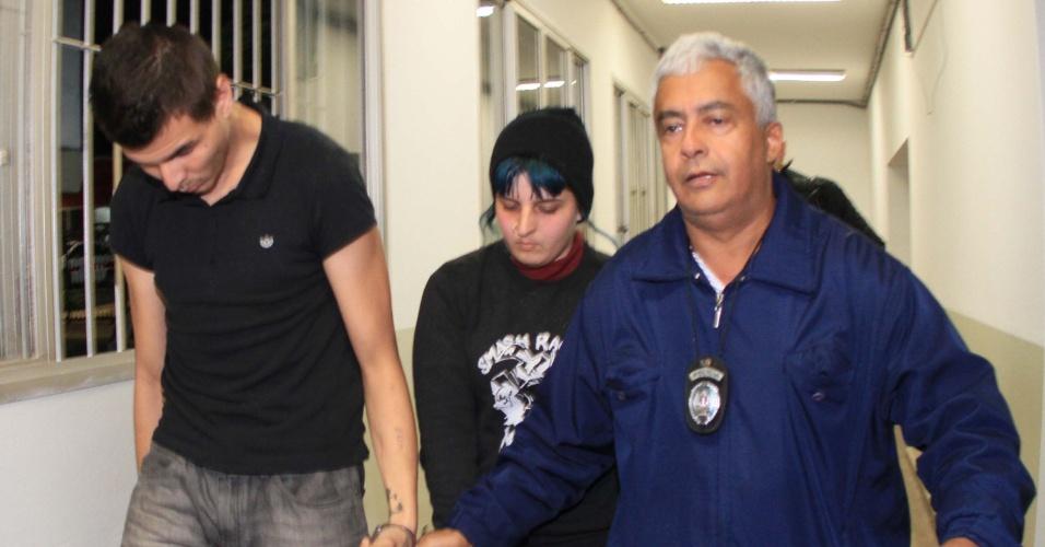 28.set.2013 - A atendente de telemarketing Maria Tereza Peregrino, 20, e o namorado, Anderson Mamede, 20, são presos acusados de envolvimento na morte do estudante Denis Casagrande, 21, durante uma festa dentro do campus da Unicamp em Campinas (SP)