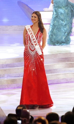 28.set.2013 - A dinamarquesa Malene Riis Sorensen desfila no palco durante o Miss Mundo 2013. Realizado em Bali (Indonésia), o concurso reúne 127 candidatas de várias partes do mundo