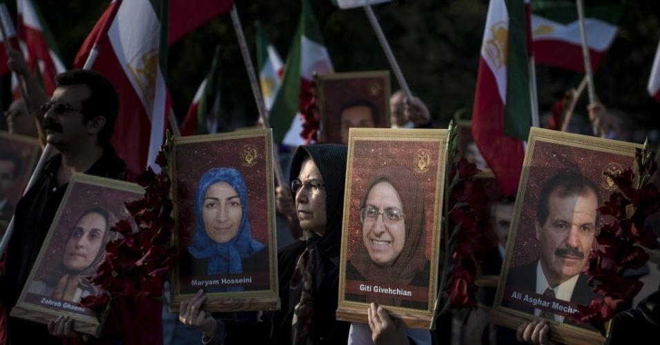28.set.2013 - Ativistas realizaram protesto em frente à Casa Branca, neste sábado (28), em Washington (EUA). O grupo promoveu ato contra a recente conversa por telefone entre os presidentes dos Estados Unidos, Barack Obama, e do Irã, Hassan Rouhani. Foi o primeiro contato entre líderes dos dois países desde 1979