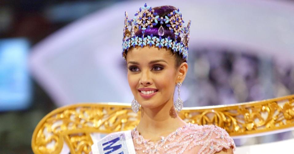 28.set.2013 - Recém-coroada Miss Mundo 2013, Megan Young, das Filipinas, posa para fotos durante o fim do concurso realizado em Bali, na Indonésia. Megan foi escolhida entre 126 candidatas de várias partes do mundo. A brasileira Sancler Frantz ficou entre as seis finalistas do concurso