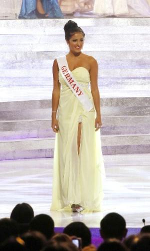 28.set.2013 - Representante da Alemanha no Miss Mundo 2013, Amina Sabbah se apresenta para os jurados do concurso de beleza realizado em Bali, na Indonésia