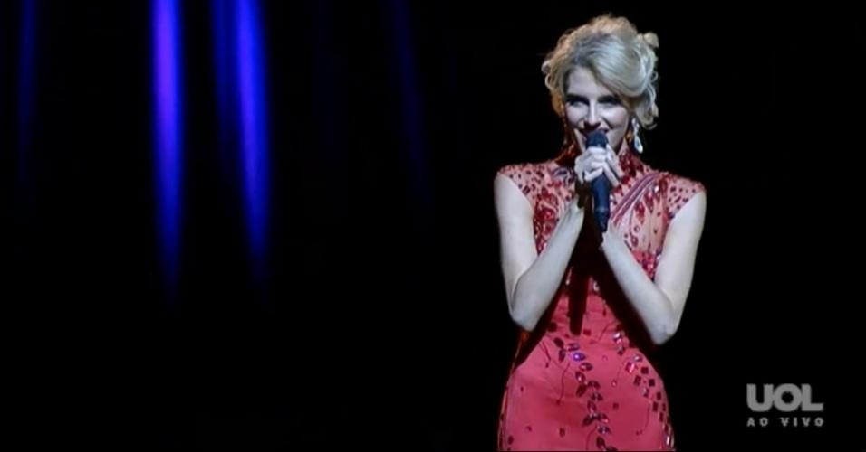 28.set.2013 - Victoria Holland, a Miss Mundo Austrália, faz apresentação musical durante o evento que escolhe a mulher mais bela do mundo em Bali (Indonésia)
