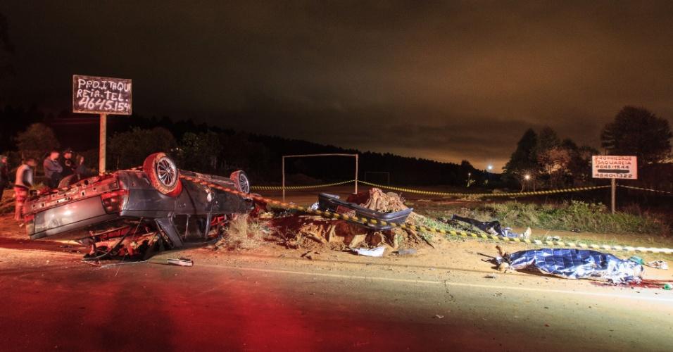 29.set.2013 - Seis pessoas morreram após serem atropeladas por um carro na Estrada do Rio Grande, no bairro Conjunto Residencial Santo Ângelo, em Mogi das Cruzes (Grande São Paulo)