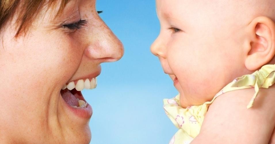 29.9.2013 - mãe com bebê - estudo explica vontade de morder os bebês