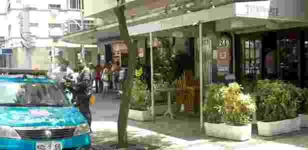Fachada do restaurante Temperarte, na avenida Nossa Senhora de Copacabana, zona sul do Rio, assaltado na manhã desta terça-feira (1) - Lucas Rezende/Futura Press