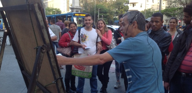 Professor diz que ganha R$ 15 mil mensais vendendo DVDs de matemática - Carlos Eduardo Cherem/UOL