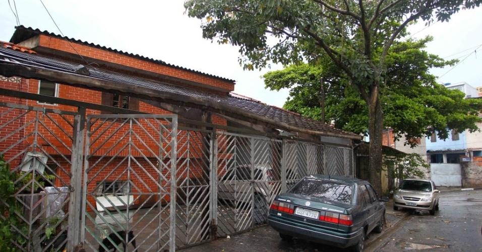 3.out.2013 - A professora Efigênia Antônia Sofia, 44, foi encontrada morta em uma fossa nos fundos da casa onde residia na  zona norte de São Paulo. Ela estava desaparecida e foi vista pela última vez na tarde desta quarta-feira (2)