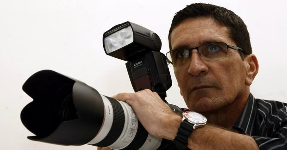 3.out.2013 - O fotógrafo Paulo Freitas, 57, que estava desaparecido desde o último sábado (28), em Itanhaém (litoral sul de São Paulo), foi encontrado morto na noite desta quinta-feira (3), em uma vala às margens do km 335 da rodovia Padre Manoel da Nóbrega, na altura do bairro Jardim Anchieta. Um suspeito foi preso  e confessou o latrocínio