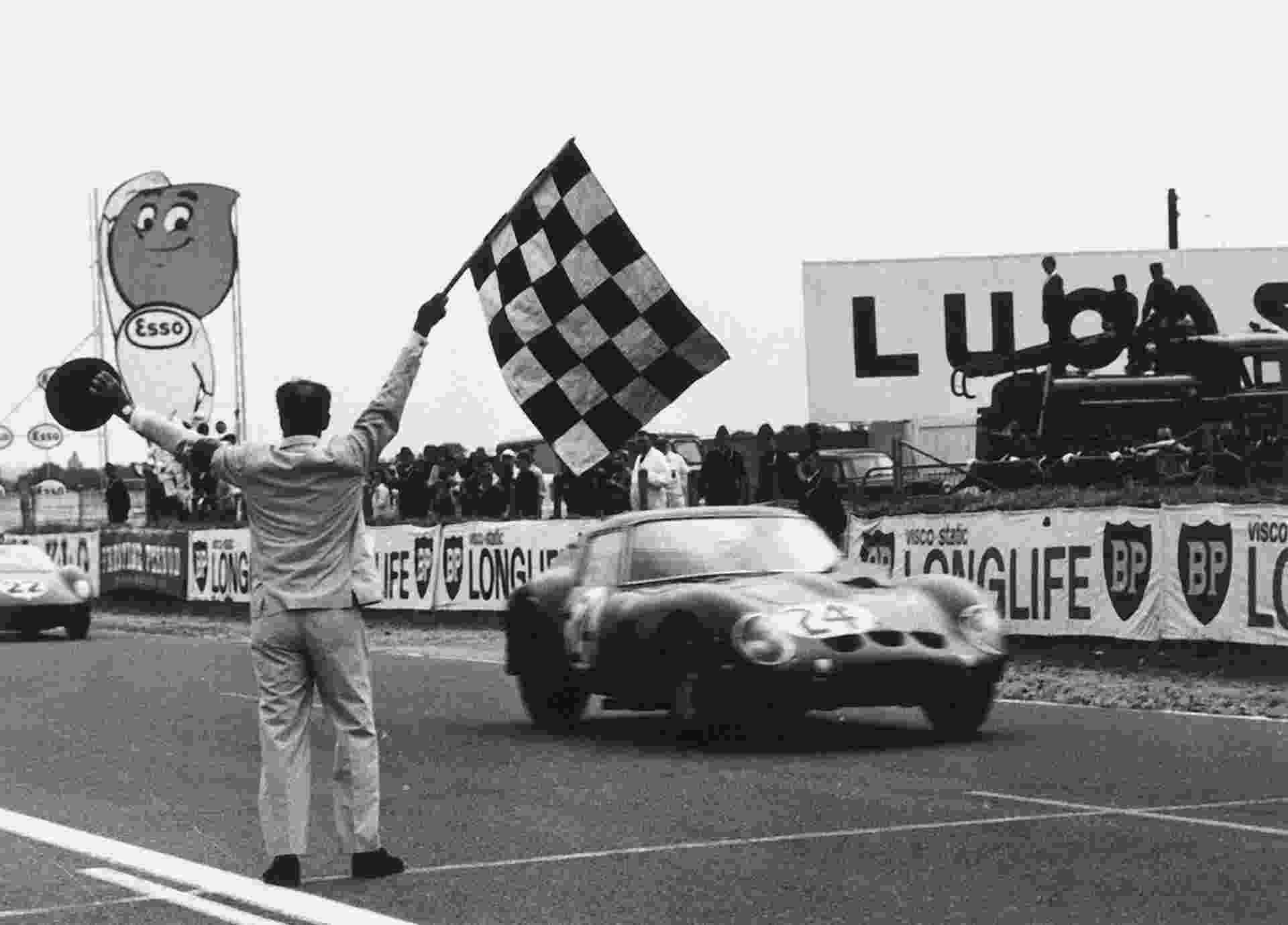 Ferrari 250 GTO vence o GP da França em 1963, em Le Mans. Modelos é semelhante ao que foi vendido por US$ 52 milhões - AFP