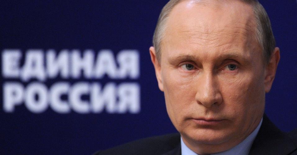 4.out.2013 - Presidente da Rússia, Vladimir Putin, participa de encontro com ativistas do seu partido em Moscou. O Kremlin negou nesta sexta-feira que tenha recebido ordens do líder russo para que os 30 ativistas do Greenpeace fossem acusados de pirataria, delito que pode ter penas de até 15 anos de prisão.