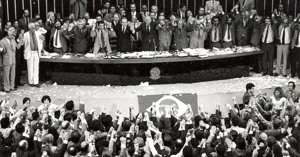 25 anos da Constituição Federal: promulgação marcou transição entre ditadura e democracia