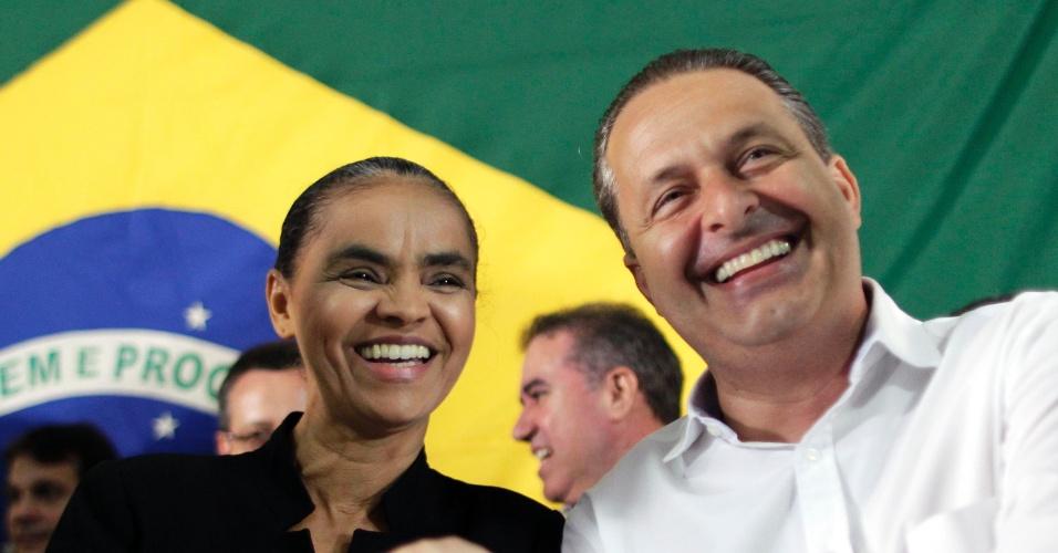 5.out.2013 - A ex-senadora Marina Silva dá as mãos ao governador de Pernambuco, Eduardo Campos, ao anunciar sua filiação ao PSB em ato em Brasília, neste sábado (5). Hoje é a data limite de filiação partidária para quem quer se candidatar nas eleições gerais de 2014