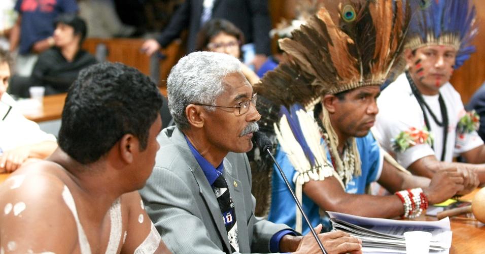 07.out.2013 - Com o fracasso da Rede, o deputado federal Domingos Dutra (MA, no centro) trocou o PT pelo Solidariedade