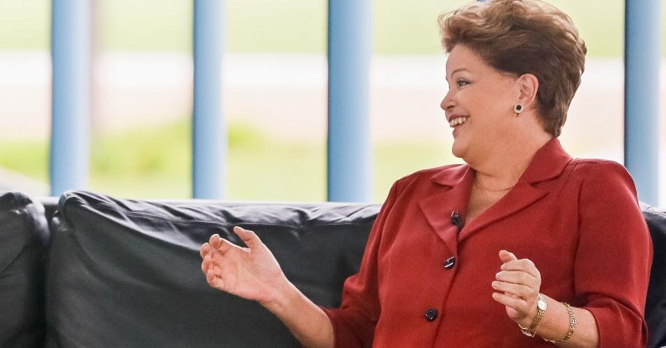 7.out.2013 - A presidente da República, Dilma Rousseff, foi entrevistada pelo apresentador do SBT Ratinho, durante encontro no Palácio da Alvorada, em Brasília. A conversa foi veiculada nesta segunda-feira (7) pela emissora