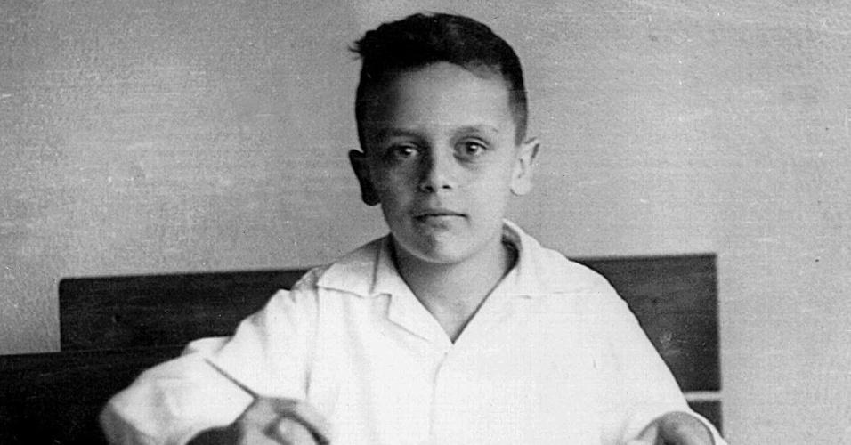 7.out.2013 - O ex-governador de São Paulo, José Serra (PSDB) é fotografado aos 10 anos, em 1952, no Colégio Dom Bosco, em São Paulo