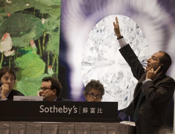"""Leilão na filia da Sotheby""""s de Hong Kong - Anthony Wallace/AFP"""