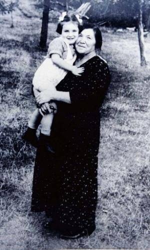 A ex-secretária de Estado dos Estados Unidos Madeleine Albright, é fotografada aos 4 anos, na Iugoslávia